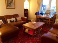 Spacious Three Double Bedroom Flat - Recently Refurbished - Close to Aberdeen University - Parking.