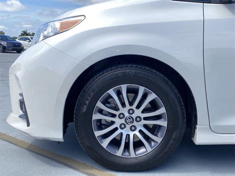 Image 11 Voiture Asiatique d'occasion Toyota Sienna 2020