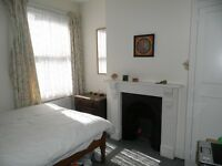 Bright double room in excellent mixed houseshare close to Common, tube and restaurants