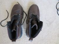 Pair Rockport waterproof boots size 9