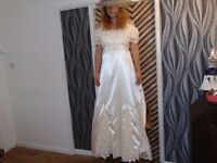 vintage style lacy ivory / light magnolia wedding dress size 18 with faux Perl