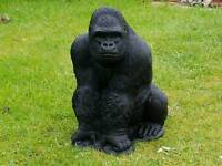 Gorilla in cast stone: garden ornament