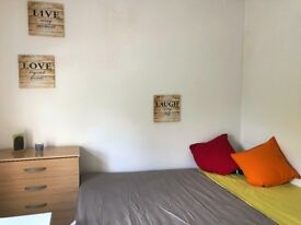 Cosy double room available in Leyton