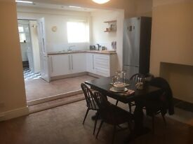 Large Double room in shared 2 bed house, newly renovated, edge of Old Town, Swindon