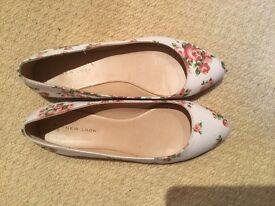 Flat floral shoes size 5