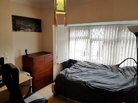 Double Room in 3 Bed Property off Beverley Rd Close to University with Garden, Garage, Must See