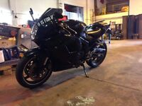 Hyosung gt125r includes stand and locks. with small walk around video in the link below.