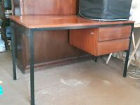 2 drawer desk in good condition