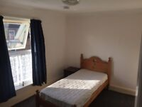 2 x Single Room's available in Houseshare Close to all amenities