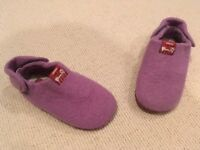 Kid's Camper slippers size 24