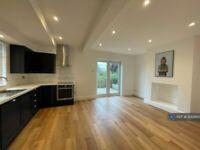 3 bedroom house in Lancastre Avenue, Leeds, LS5 (3 bed) (#1242863)