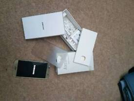 Samsung galaxy S6, open to all networks..platinum