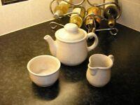 Teapot/sugar bowl/milk jug