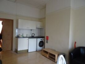 £650 PCM utility bills included, 1 bedroom flat on Neville Street, Riverside. Cardiff CF116LS