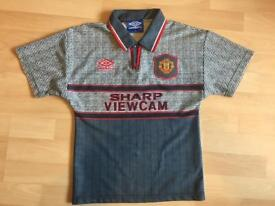 Boys rare Manchester United football shirt umbro