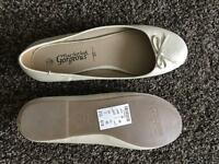 Gold pumps - brand new, size 7