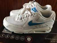 Nike air max size 6 Blue and white