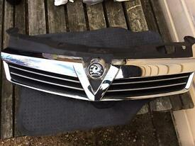 2008 Vauxhall Astra Front Grill. (Slight crack and scratch please see pictures)