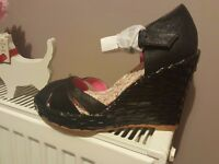 Gorgeous brand new shellys of London black sandals size 5