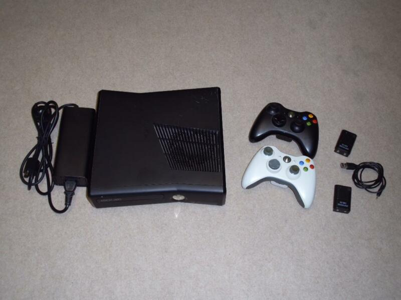 xbox 360 slim 250 gb mit 2 controllern und akkupacks in. Black Bedroom Furniture Sets. Home Design Ideas