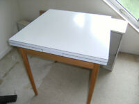 OLD FORMICA TOPPED EXTENDABLE TABLE IN EXCELLANT CONDITION