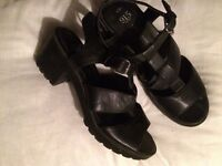 BLACK NEW LOOK SANDALS SIZE 6