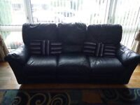 Navy leather Natuzzi 3 piece suite. Fully operational recliners.