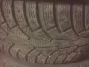 4 pneus d'hiver 205/65/16 Nokian Hakkapeliitta 5