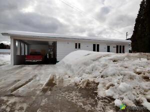 90 000$ - Bungalow à vendre à L'Anse-St-Jean Saguenay Saguenay-Lac-Saint-Jean image 1