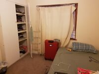 NEAT & SPACIOUS ROOM TO RENT AT WELLING