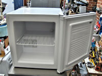 TABLE TOP FREEZER,GOOD WORKING ORDR.FREE DELI VERY B,MOUTH POOLE LYMINGTON