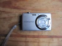 Nikon Coolpix S225 Compact Digital Camera with charger