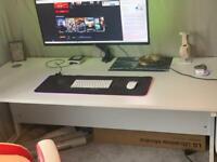 PC desk white