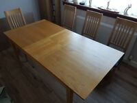 Dining Table - Oak Veneer - in excellent condition