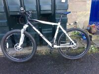 Calibre Two Two Hardtail Rockshox Forks