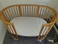 Stokke Sleepi Cot Bed in Natural with Drape Rod, Drape & Mattress
