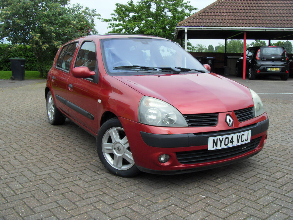 renault clio 1 2 16v dynamique 5dr red 2004 in cricklade wiltshire gumtree. Black Bedroom Furniture Sets. Home Design Ideas
