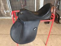 Black synthetic Wintec saddle