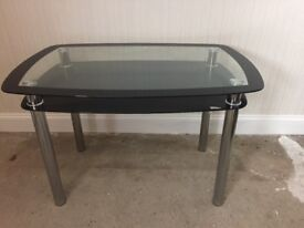 Glass dining table - Cheap and durable
