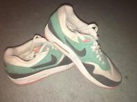 Nike Air Max - Size 7