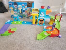 VTECH TOOT TOOT DRIVERS INTERACTIVE LIGHT & SOUND POLICE STATION & TRACK