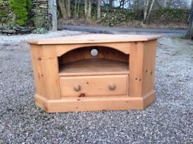 Honey waxed pine corner tv table with drawer