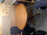 Round pedistool table
