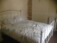 LOVELY SHABBY CHIC KING SIZED BED REDUCED FOR A QUICK SALE