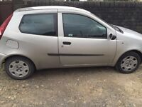 Fiat punto in silver MOT until 01/02/2017.Clean & reliable first car / run around!