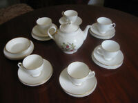 ROYAL GRAFTON BONE CHINA TEA SET