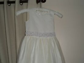 Girls Bridesmaid Dress – Age 7-8 years -£20.00