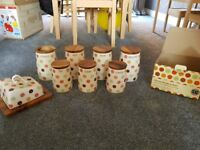 8x kitchen ceramic (T&G Woodware Ltd) containers