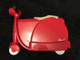 Brand new skoot kids ride on suitcase with shoulder/tow strap