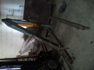 8 Ton ENGINE LIFT  AND STAND FOR SALE